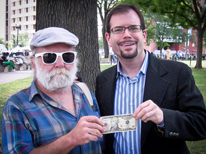 giving away ten dollars to strangers - Рид Сандридж —